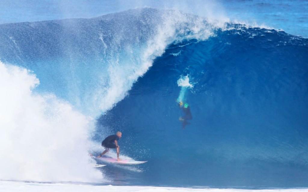 Foto: Brian Bielmann - Un poquito deep compartiendo el tubo con Mikey Bruneau.